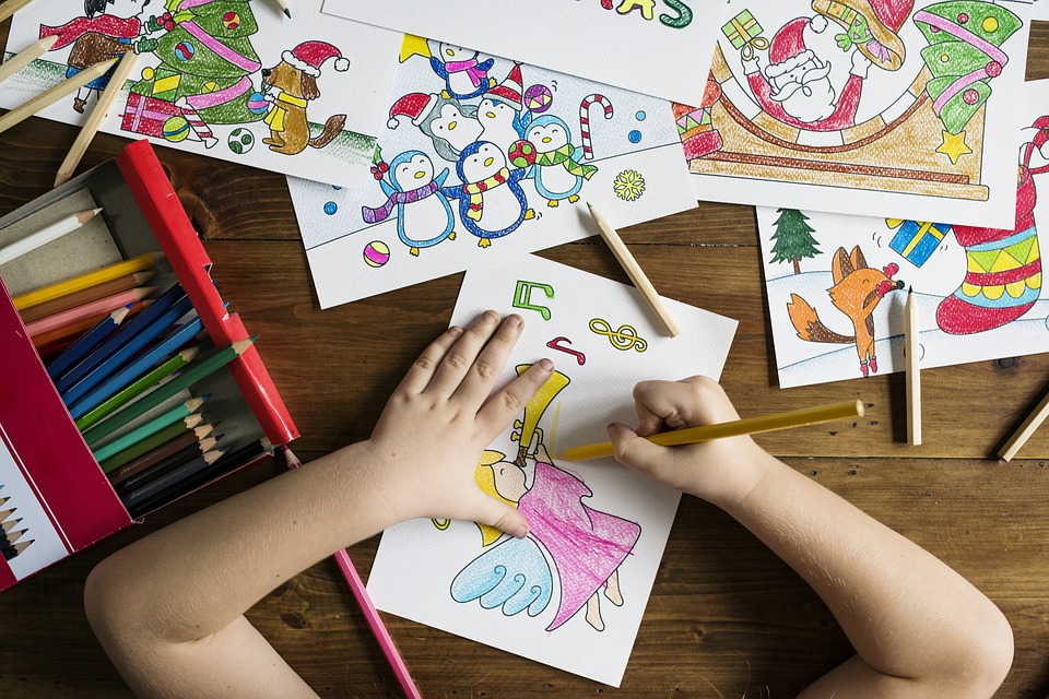 materials for toddler's artistic activities